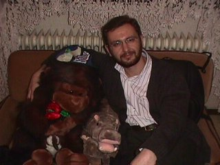me with monkey and hippy.JPG (32974 bytes)